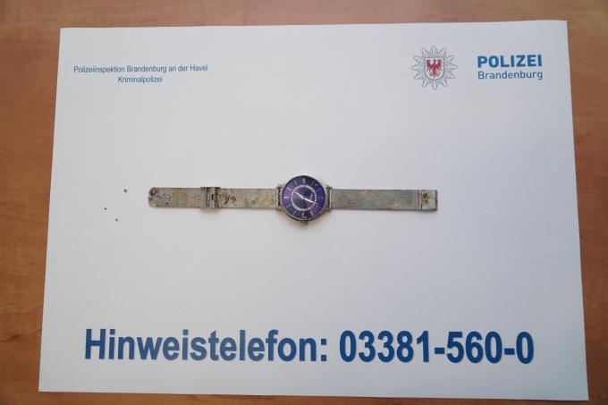 Die Polizei Bittet Um Hinweise Zur Identität Eines