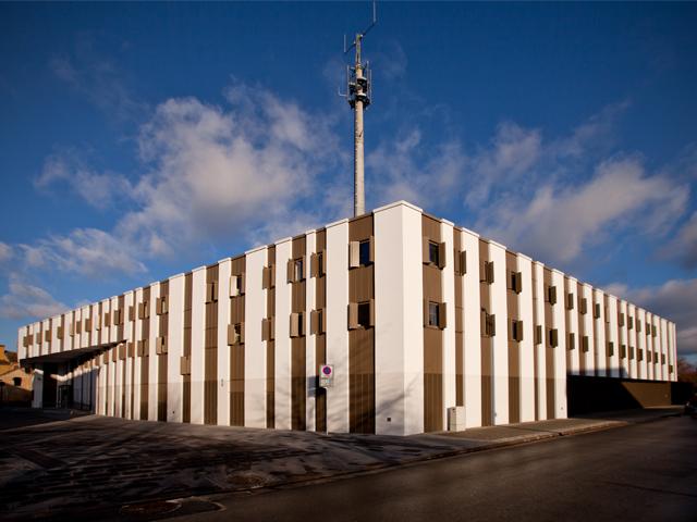 Berlin sucht händeringend Gefängnispersonal | rbb Rundfunk Berlin ...